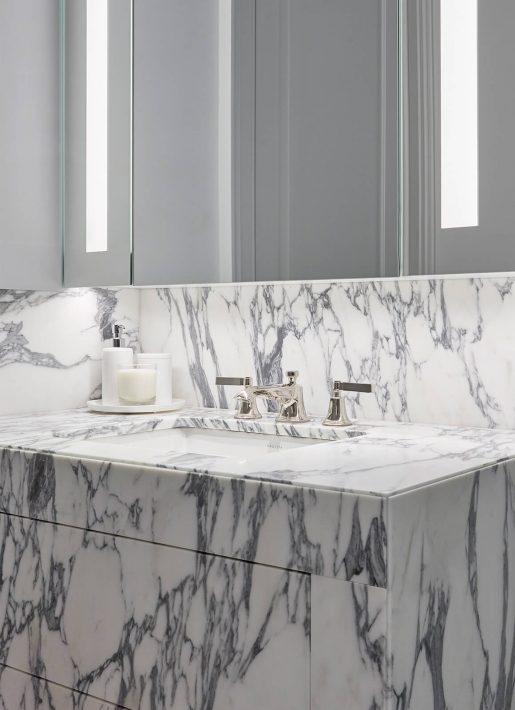 10-StudioIndigo_BelgravApt_Marble-Bathroom2