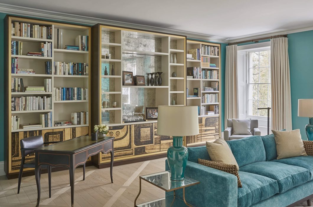 2.-StudioIndigo_BelgravApt_Drawing-room-bookshelf